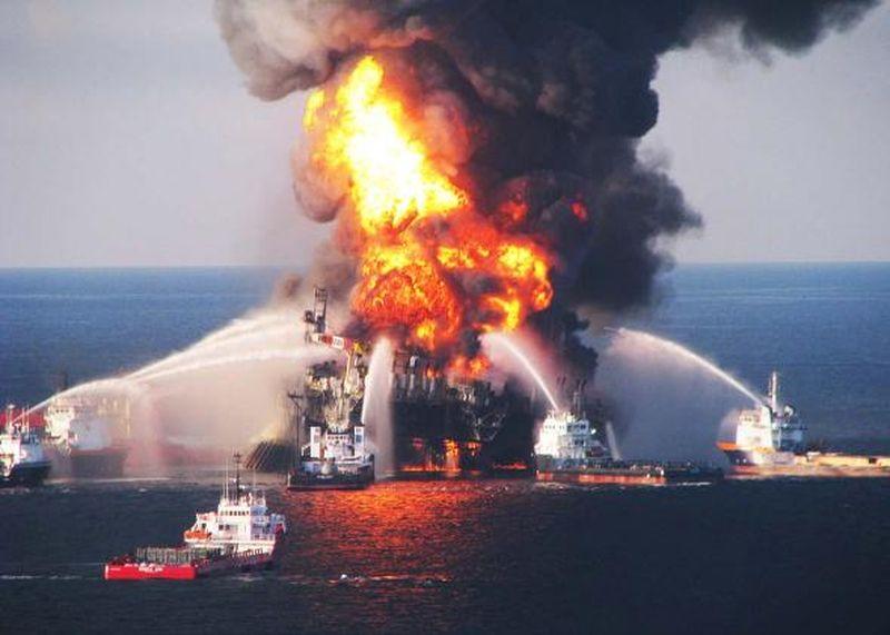 Explosion dans une plate-forme pétrolière (2010)