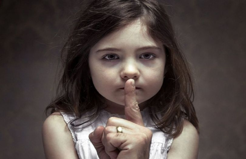 Petite fille - Dénonciation pédophilie institutionnalisée