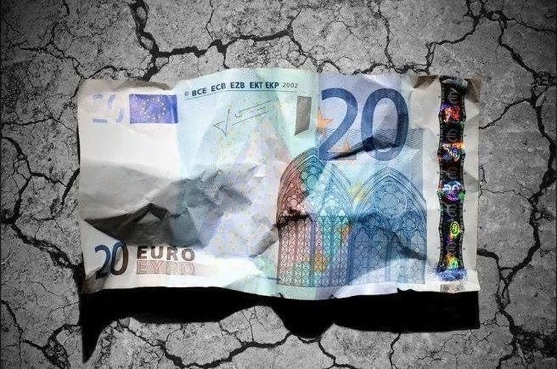 Billet de 20 € froissé