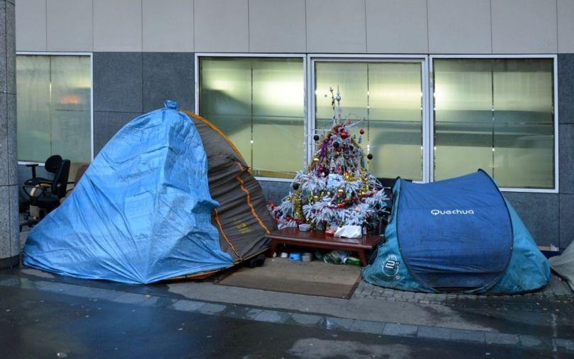 SDF - Tente - Sapin de Noël
