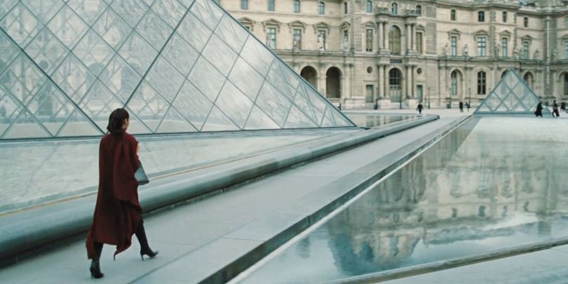Wonder Woman - Pyramide du Louvre