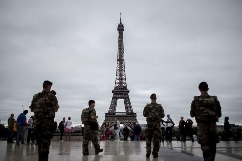 Armée française - Tour Eiffel