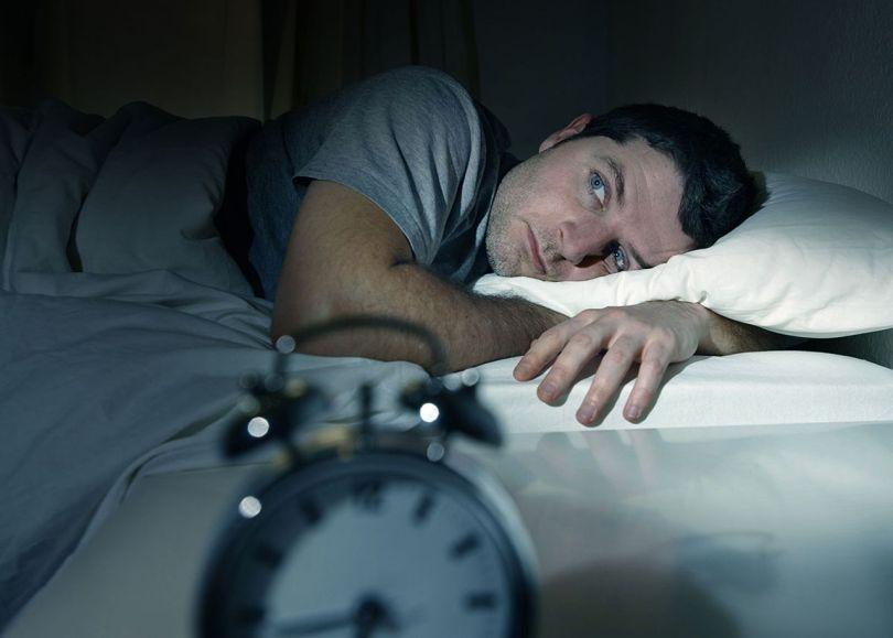 Homme - Fatigue - Lit