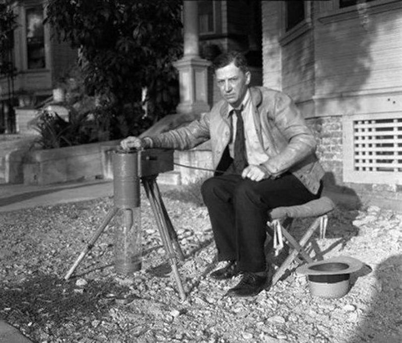 G. Warren Shufelt avec l'un de ses appareils à rayons X