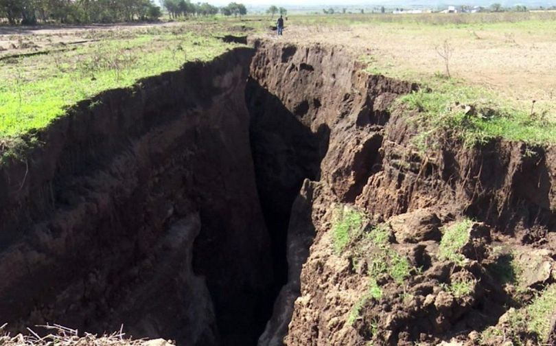 Vallée du Rift – Kenya – Enorme fissure -1