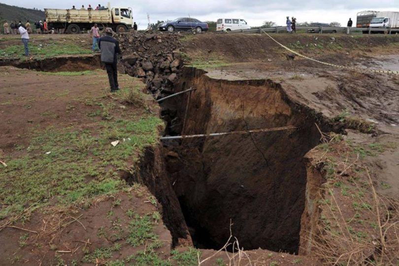 Vallée du Rift – Kenya – Enorme fissure - 2