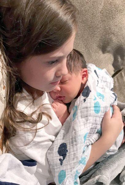 Owen Matthew Stokes et sa soeur