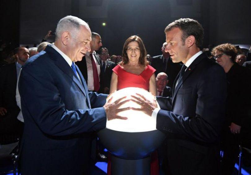 Emmanuel Macron - Benjamin Nethanyou – Globe lumineux