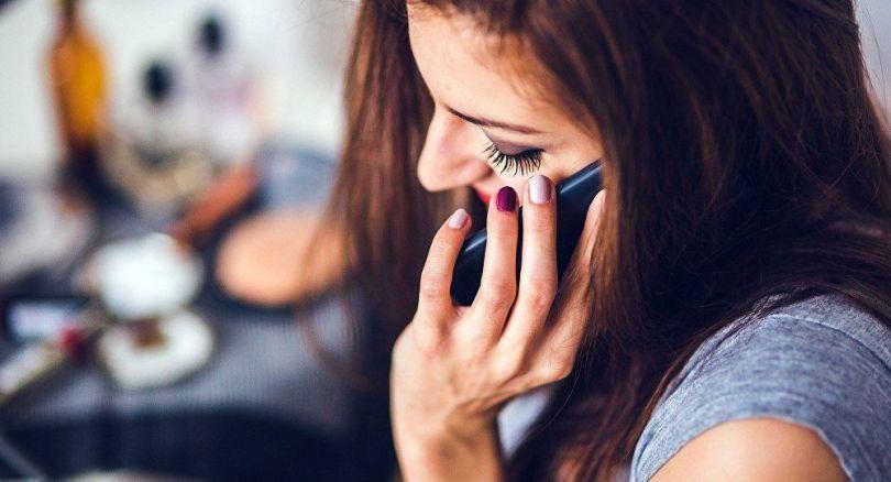Femme - Téléphone portable