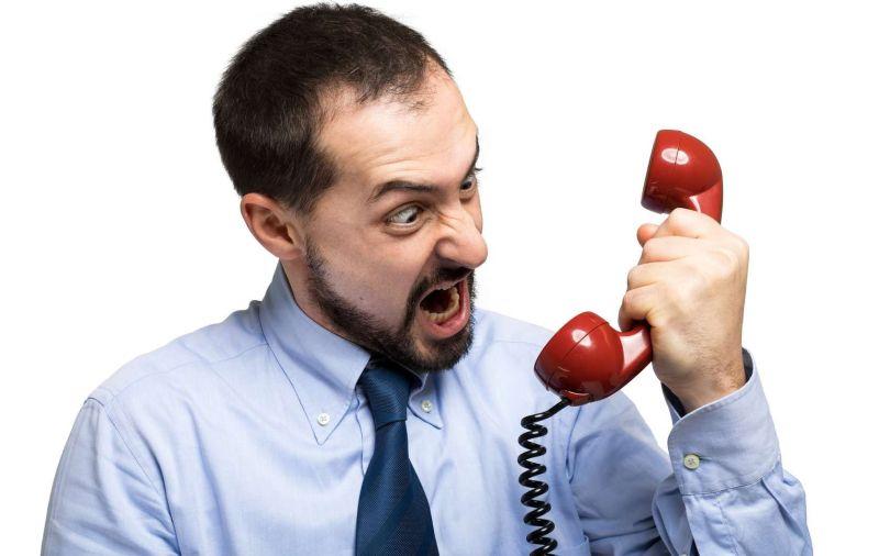Homme énervé- Téléphone