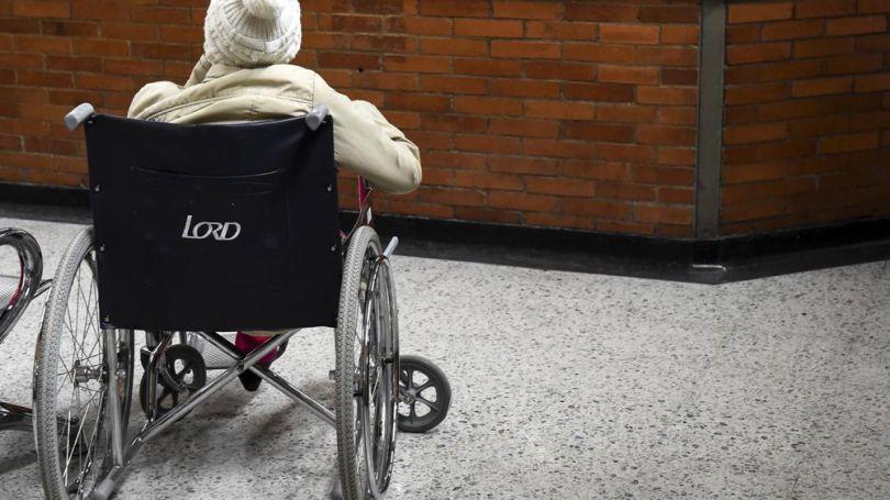 Homme handicapée