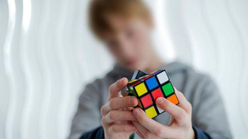 Jeune garçon - Rubik's Cube
