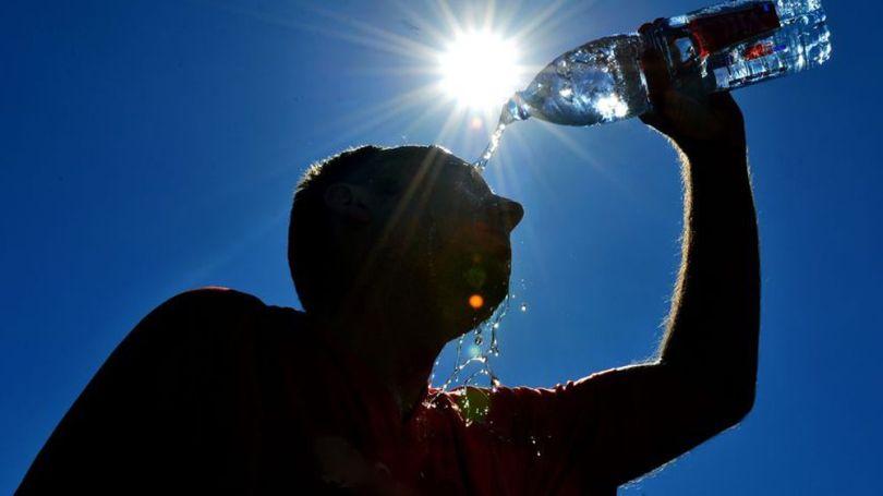 Homme - Bouteille d'eau - Raffraichissement