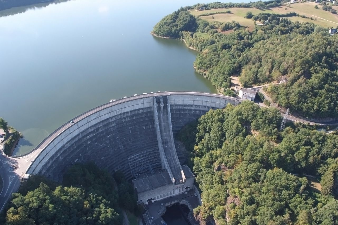 Barrages hydrauliques - B