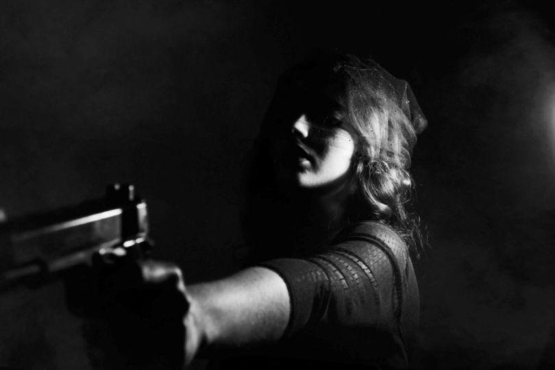 Femme - Arme à feu