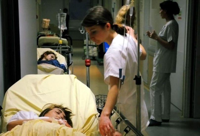 Hôpital - Urgence - Femme - Brancard