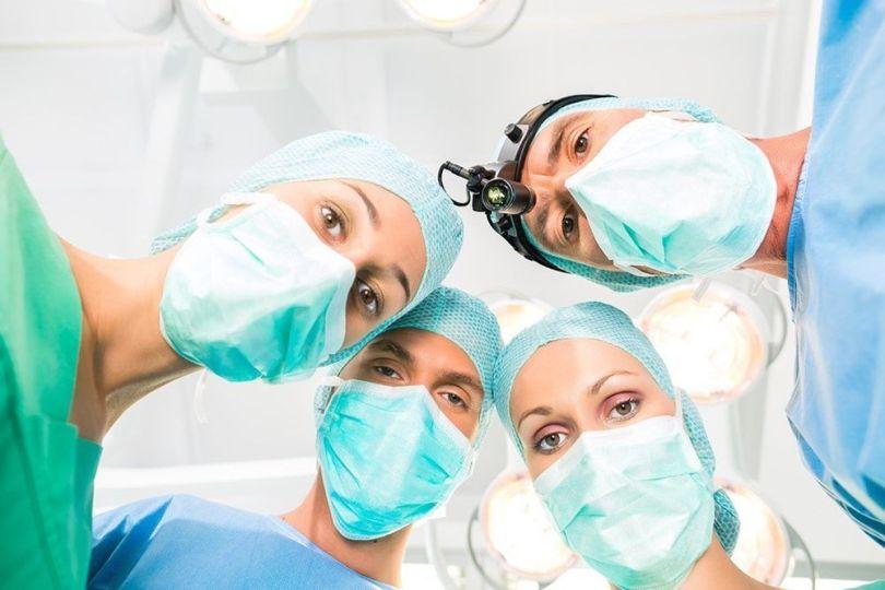 Médecins - Chirurgiens - Hôpital