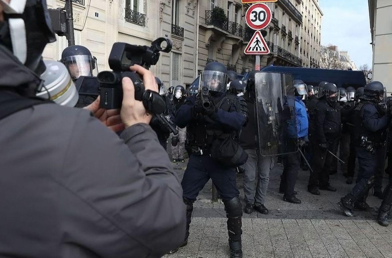 Gilets Jaunes : des photoreporters et journalistes vont porter plainte pour des violences de la police [Vidéos]