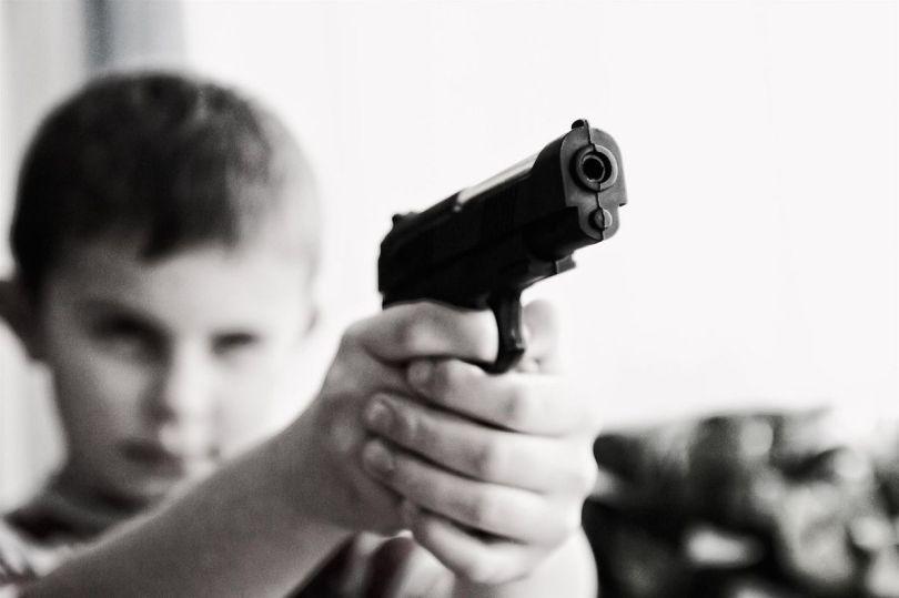 Enfant - Arme