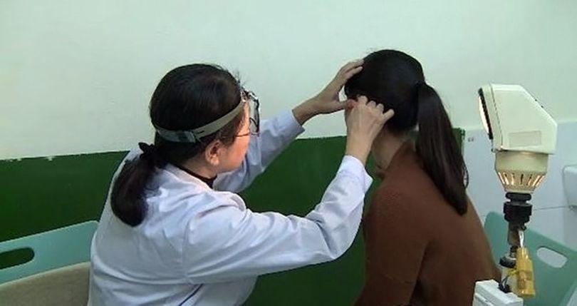 femme - asie - oreille - 1