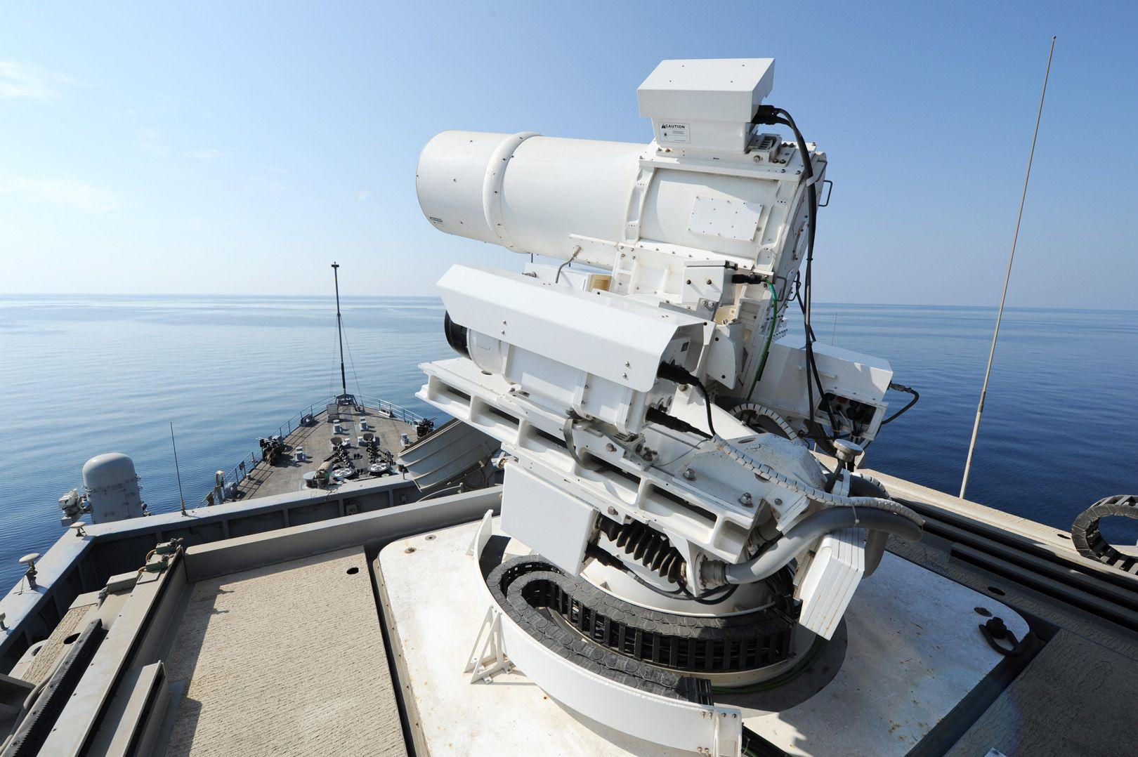 Des armes à énergie dirigée de plus en plus utilisées dans la discrétion la plus totale [Vidéos]