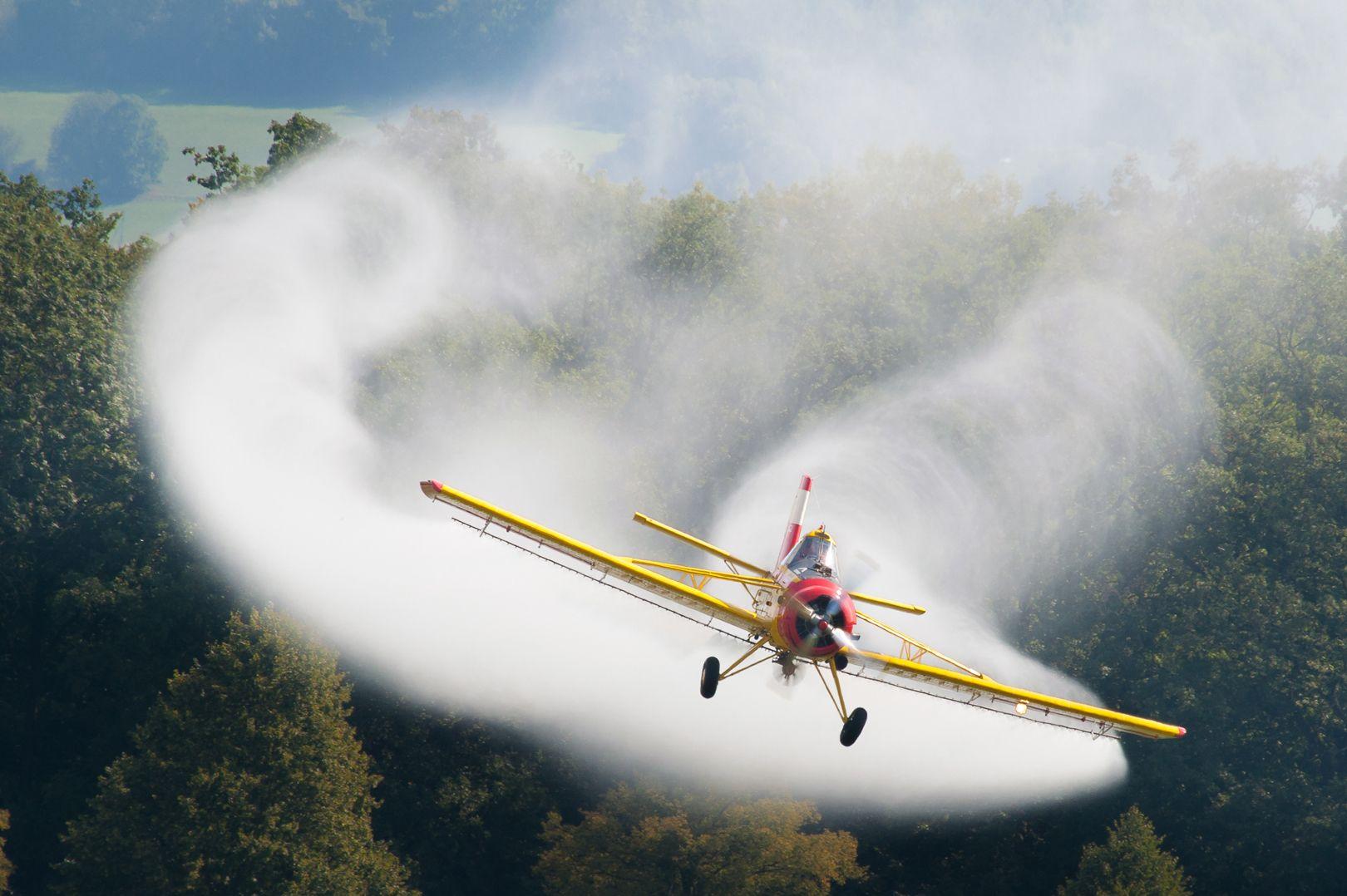 Un biologiste ciblé pour avoir exposé le pesticide changeur de genre – l'atrazine [Vidéos]