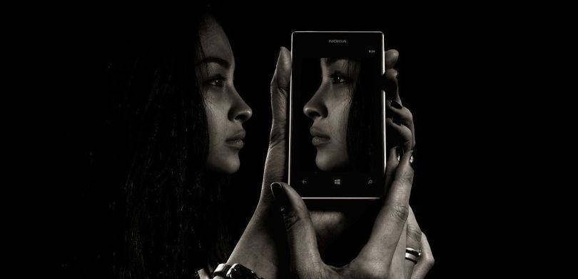 Femme - Téléphone