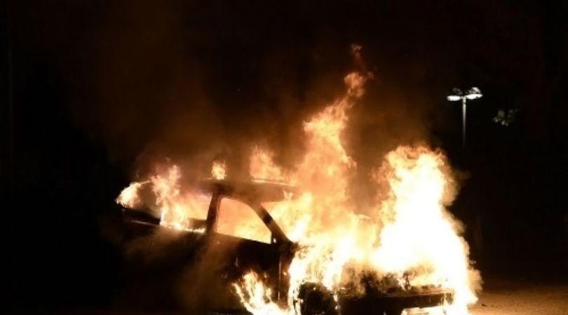 Voiture brûlée - 1