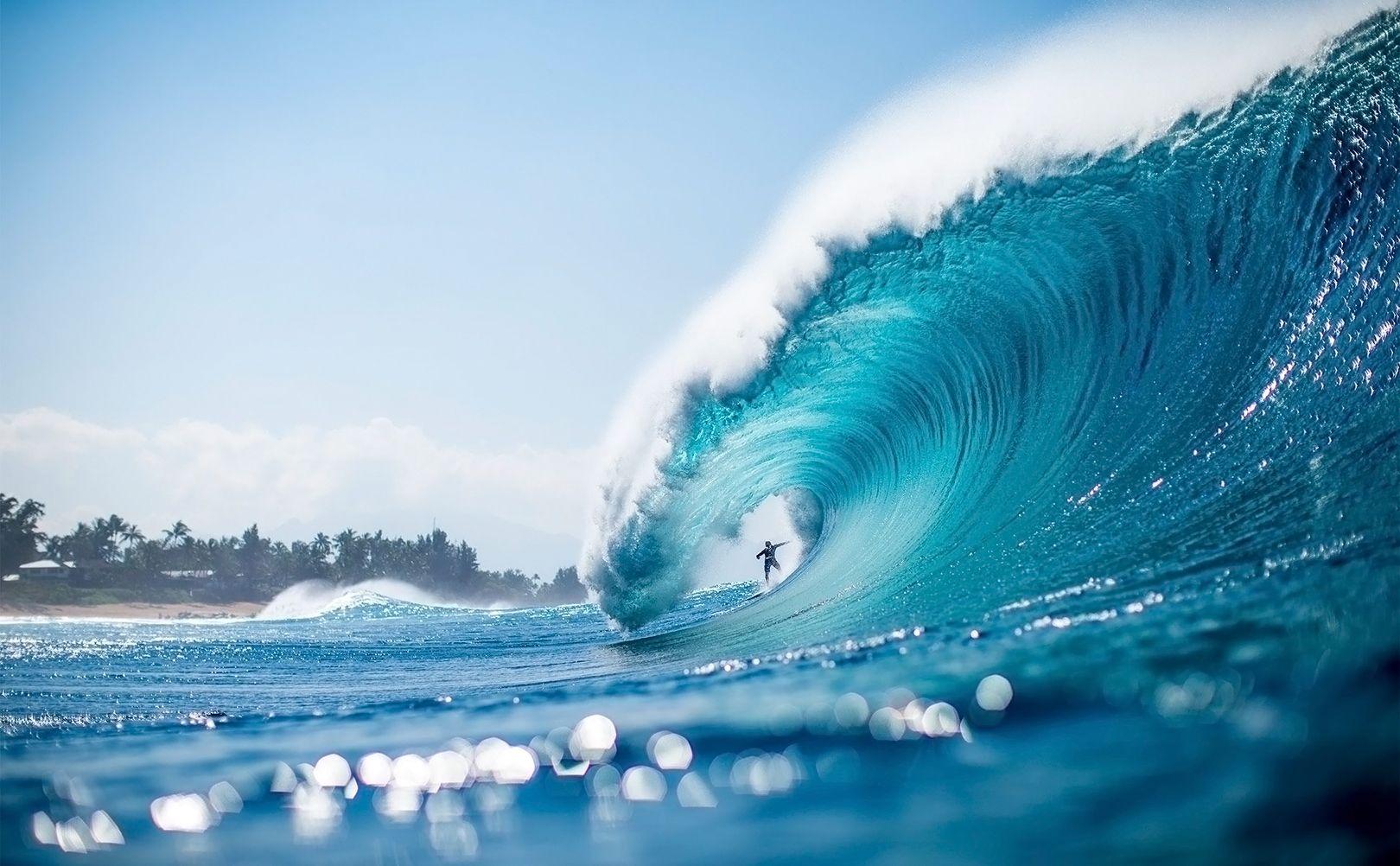 GoPro : Endless Barrels and Biggest Waves Ever Surfed [Videos]